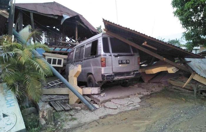 Terremoto e tsunami in Indonesia, si contano già 400 morti