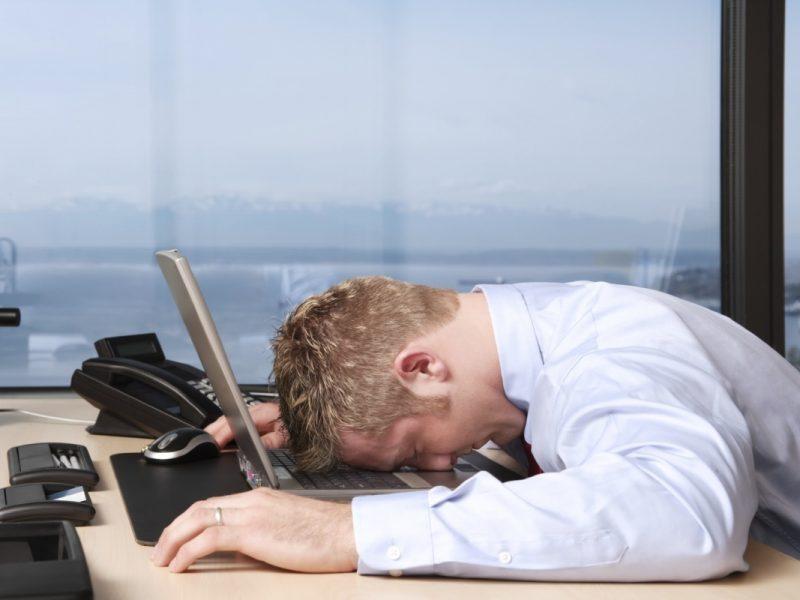 cosa causa gli attacchi di sonno