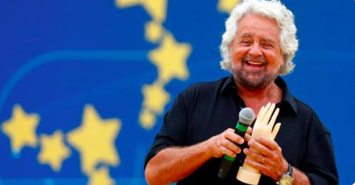 """Grillo show al Circo Massimo: """"Dovremmo togliere i poteri al Colle"""""""