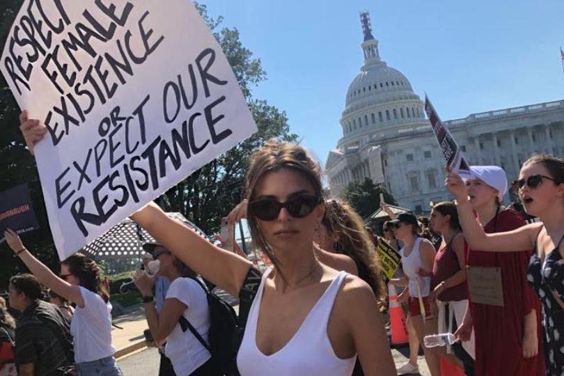 Arrestata Emily Ratajkowski dopo le proteste contro Kavanaugh