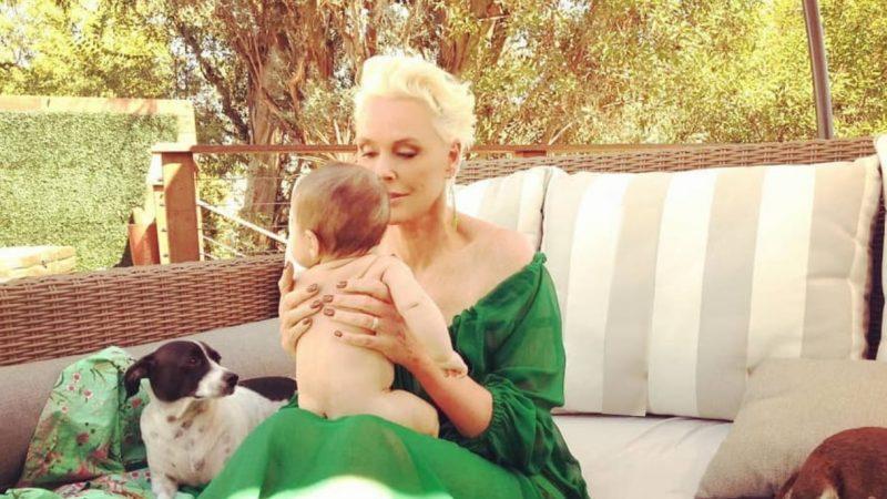 Brigitte Nielsen, a 55 anni in posa con Frida
