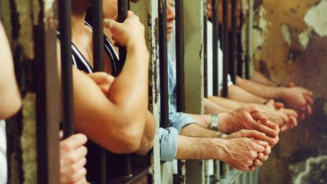 Rivolta nel carcere di Sanremo, due agenti feriti