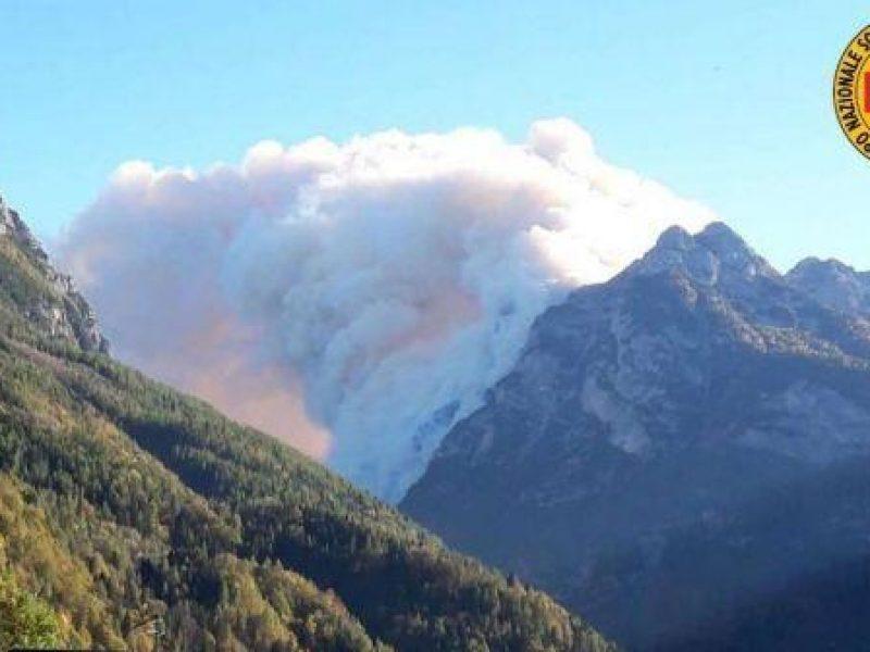 incendio Agordo, salvati escursionisti bloccati incendio belluno, notizia Sì, soccorso alpino salva escursionisti bloccati da incendio nell'agordino