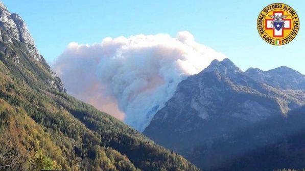 Belluno, salvati i due escursionisti bloccati da un incendio
