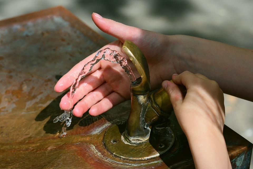 Matera, vietato uso di acqua potabile e scuole chiuse
