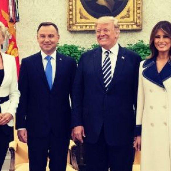 Cappotti 2018, la tendenza dettata da Melania Trump