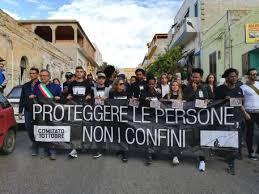 Migranti, a Lampedusa una marcia per non dimenticare la strage del 2013