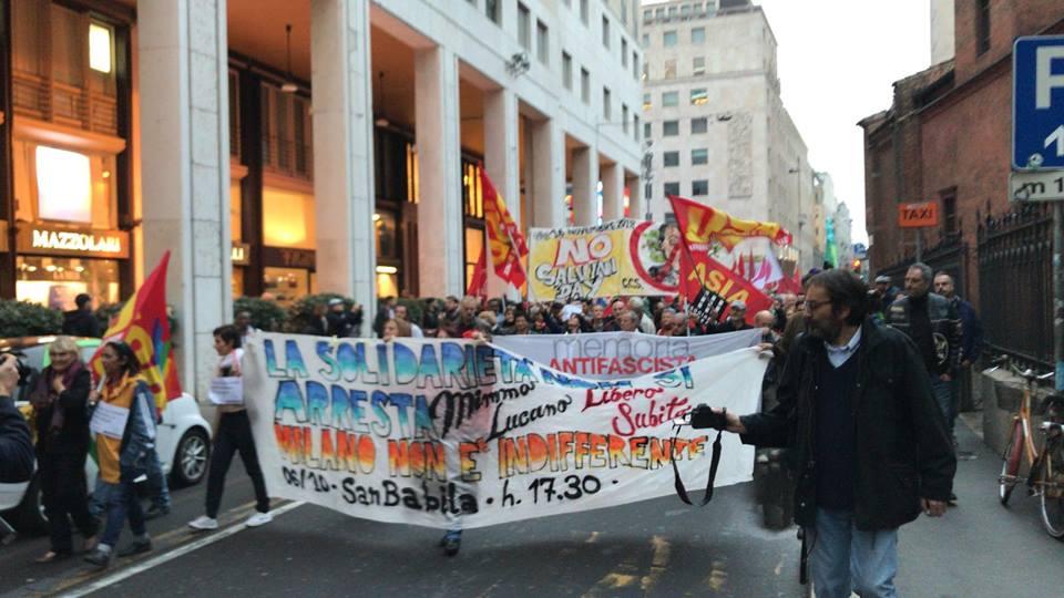 Solidarietà a Mimmo Lucano, in 4 mila sotto casa sua: tra i manifestanti anche Laura Boldrini