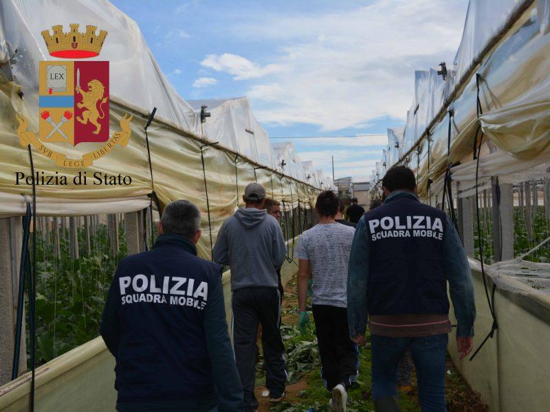 caporalato a Ragusa, sfruttamento manodopera agricola a Vittoria, arrestati 4 imprenditori per caporalato a Ragusa, sfruttamento minorile a Vittoria, 3 imprenditori denunciati per caporalato Sicilia, aziende agricole