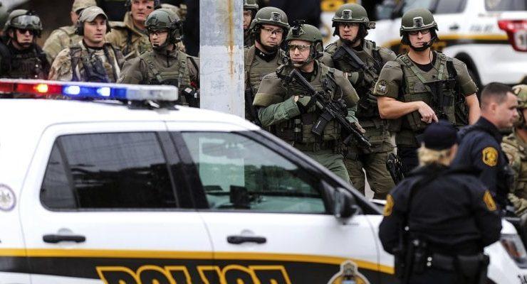 Follia a Pittsburgh, entra in una sinagoga e apre il fuoco: 11 morti