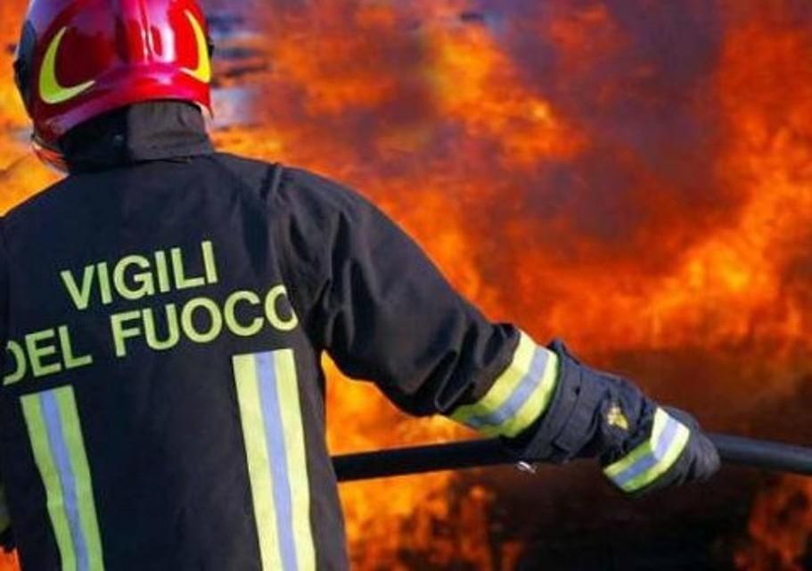 Una ventina di incendi nel Palermitano, in azione forestali e vigili del fuoco