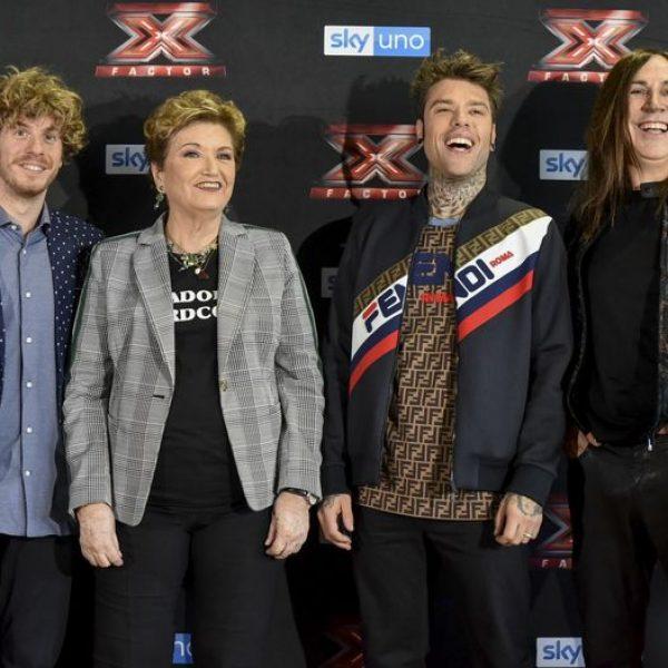 Via al primo live di X Factor: eliminato Matteo Costanzo