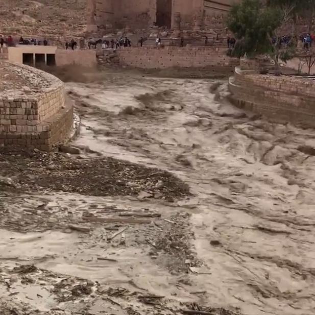 Maltempo,11 morti in Giordania, evacuato il sito di Petra