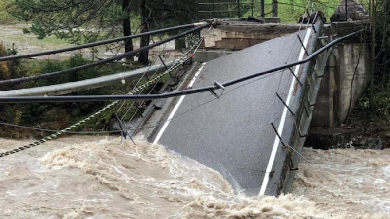 Maltempo catastrofico in Liguria e Veneto, allerta anche nel weekend