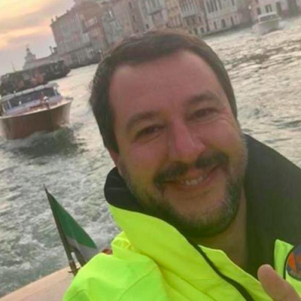 Il maltempo, le vittime e il selfie di Salvini che sorride a Venezia