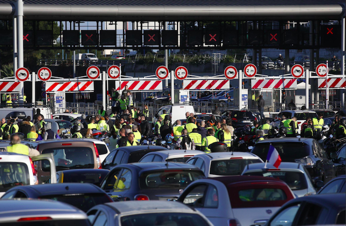Gilet gialli, blocco anche al confine con l'Italia