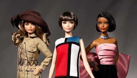 Barbie e Yves Saint Laurent, le bambole si vestono d'alta moda
