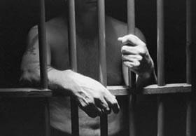 Napoli, ingoia cellulare per sfuggire ai controlli: detenuto in ospedale