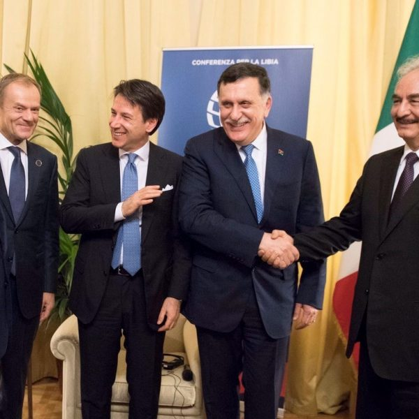 Conferenza Libia, Conte riunisce Sarraj e Haftar
