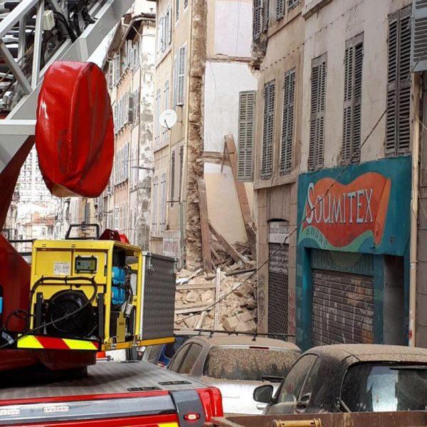 Marsiglia, due palazzine crollano in centro: