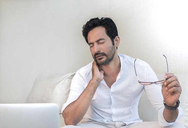 Dolore cervicale e vertigini, 3 semplici esercizi per ridurli