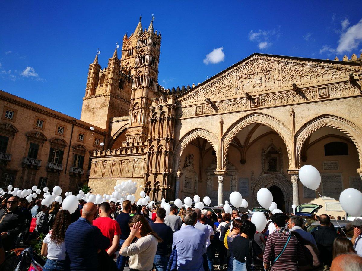 Vittime di Casteldaccia, folla ai funerali a Palermo