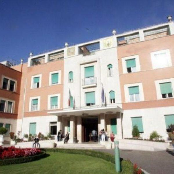Roma, incendio in ospedale: pazienti trasferiti
