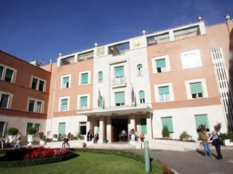 incendio roma, rogo ospedale villa san pietro roma, fumo in rianimazione ospedale roma,