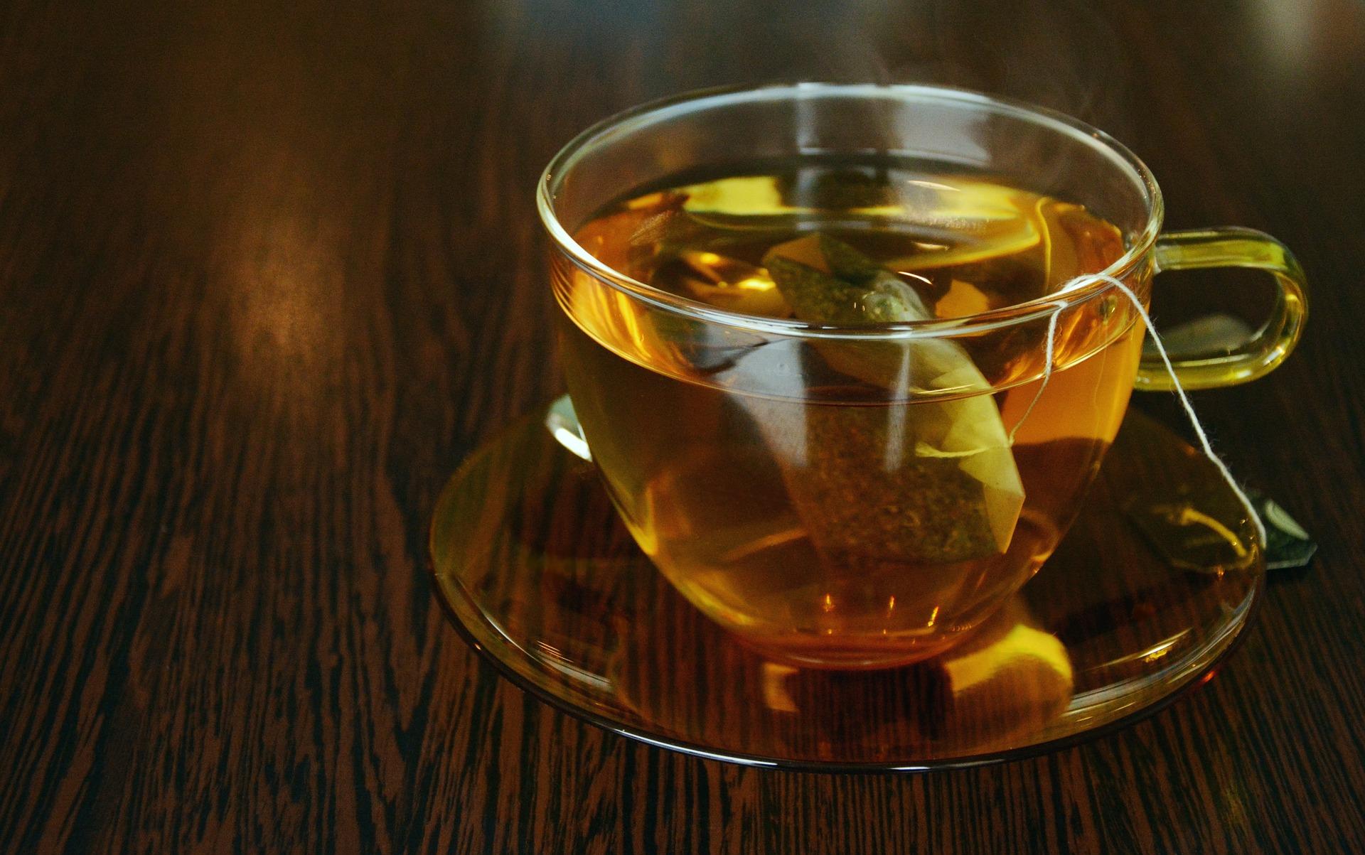 Il tè fa bene? Sì, ma con l'acqua di bottiglia