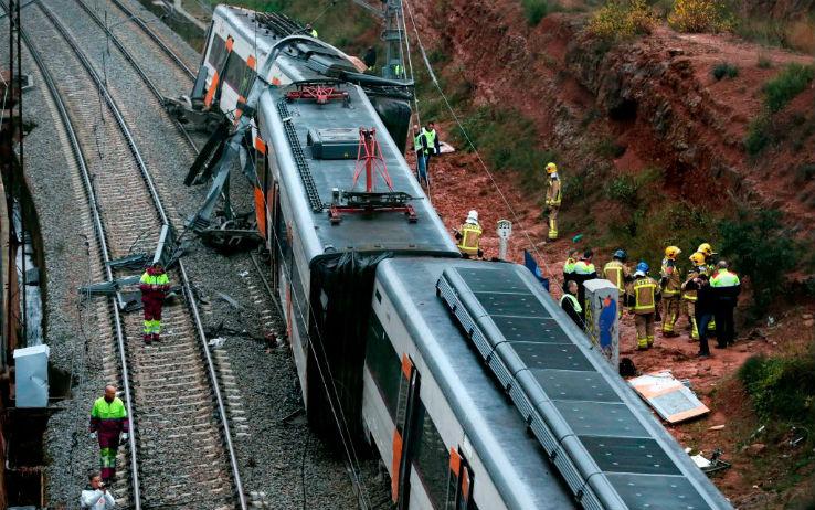 Spagna, deraglia treno vicino Barcellona, 1 morto e 40 feriti