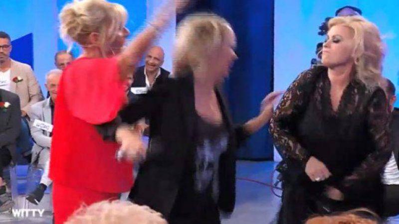 Rissa da Maria De Filippi, Tina e Gemma arrivano alle mani