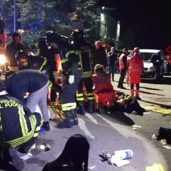 Ancona, panico in discoteca: 6 morti e oltre 100 feriti