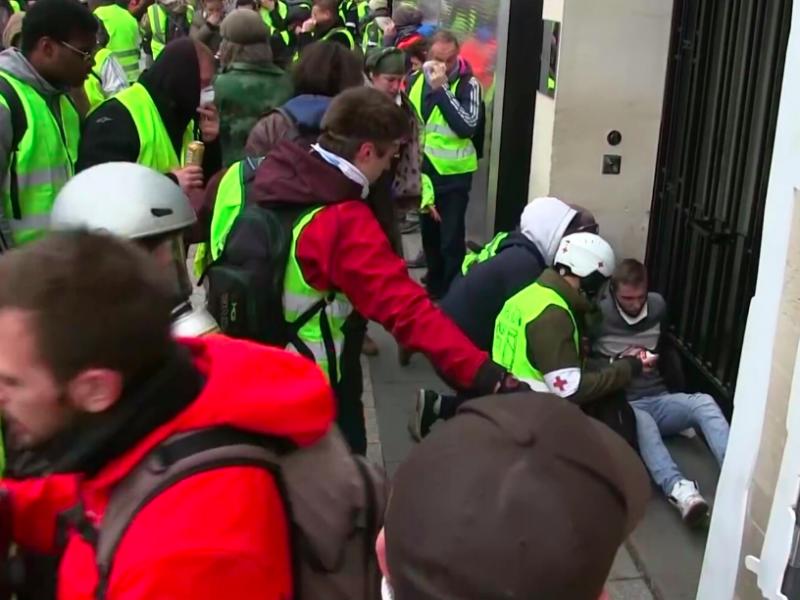 FRANCIA - Gilet gialli. Un manifestante è stato travolto e ucciso