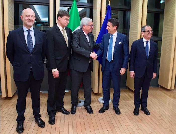 """Manovra, l'Ue dà tempo al Governo: """"Il lavoro continua"""""""
