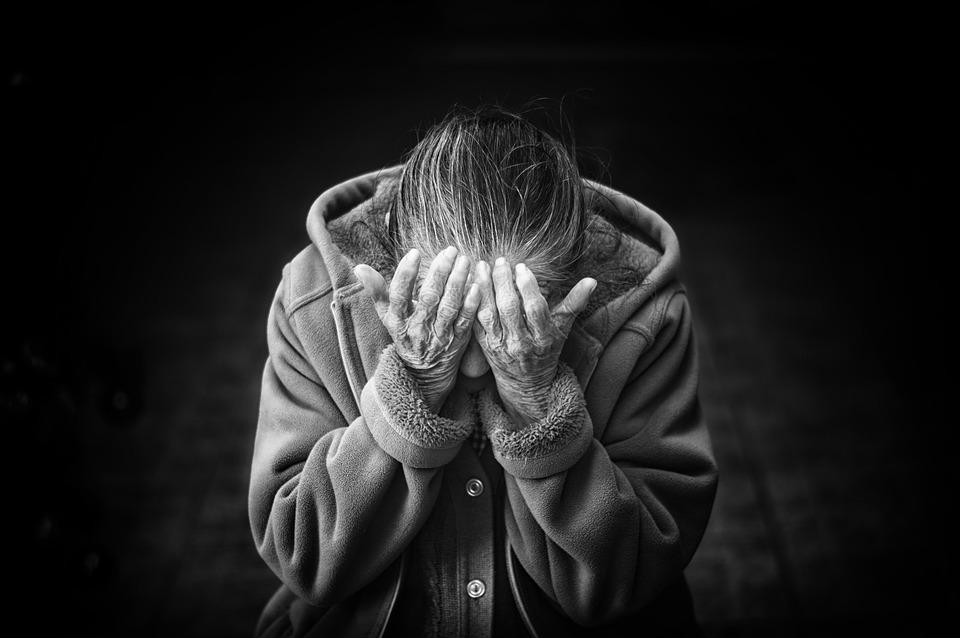 Maltrattamento di anziani in una casa di riposo del Catanzarese: 16 indagati