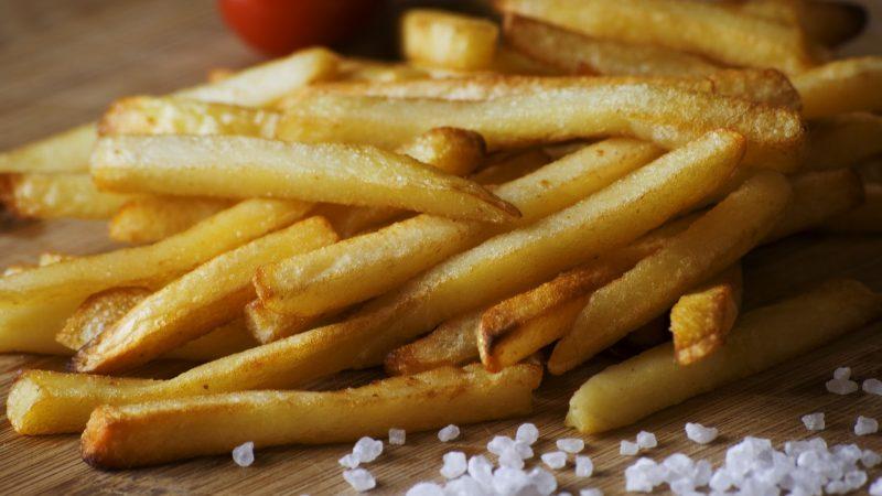 Patatine fritte, sì ma soltanto una porzione da 6