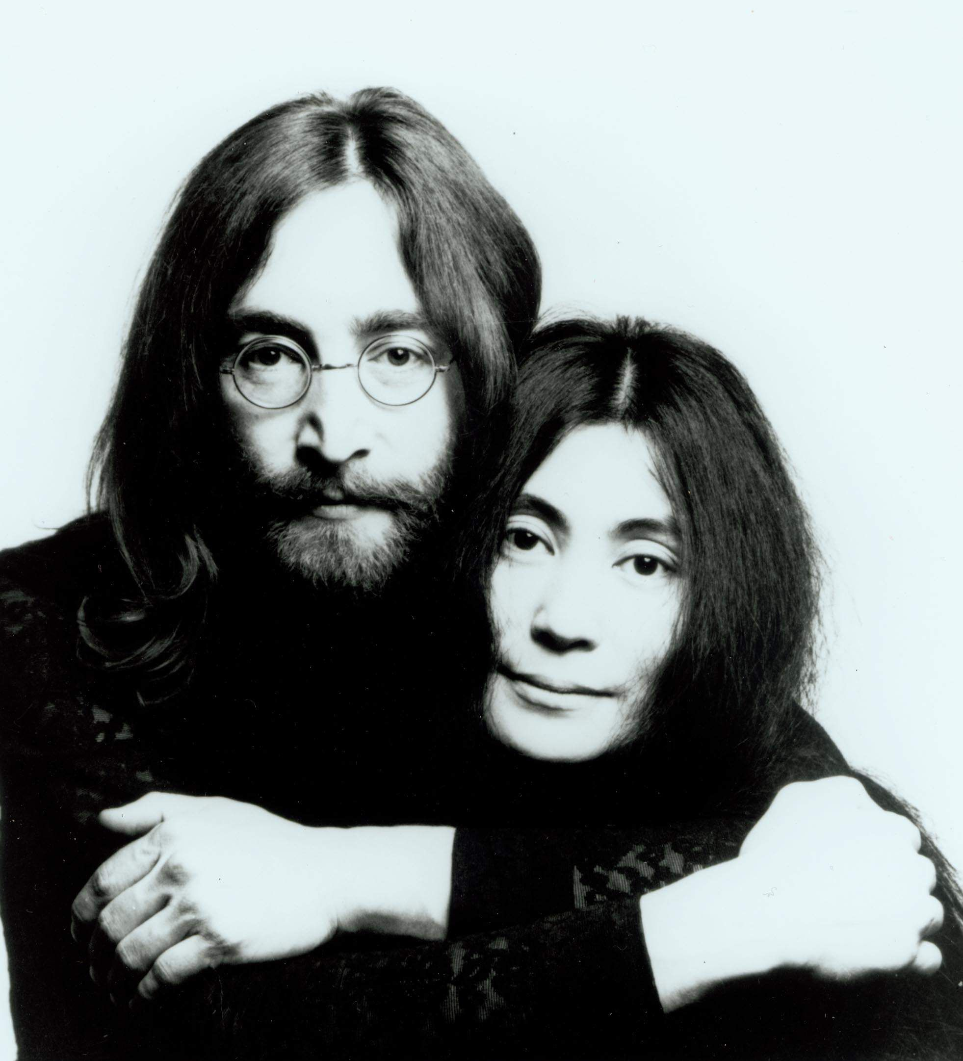 John Lennon plagiato da Yoko Ono, la biografia scandalo