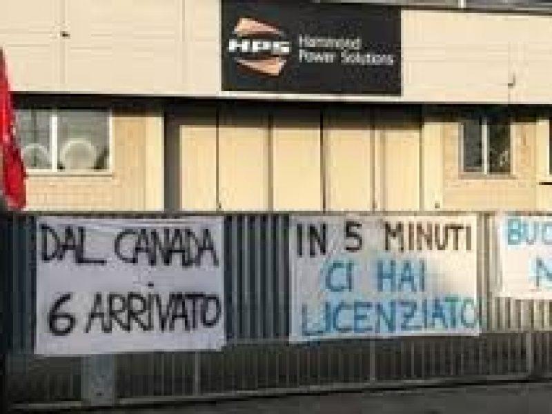 Varese, azienda dona cesto di Natale a 40 dipendenti, poi li licenzia