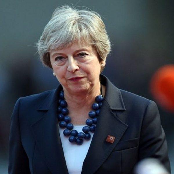 Brexit, Theresa May supera la sfiducia