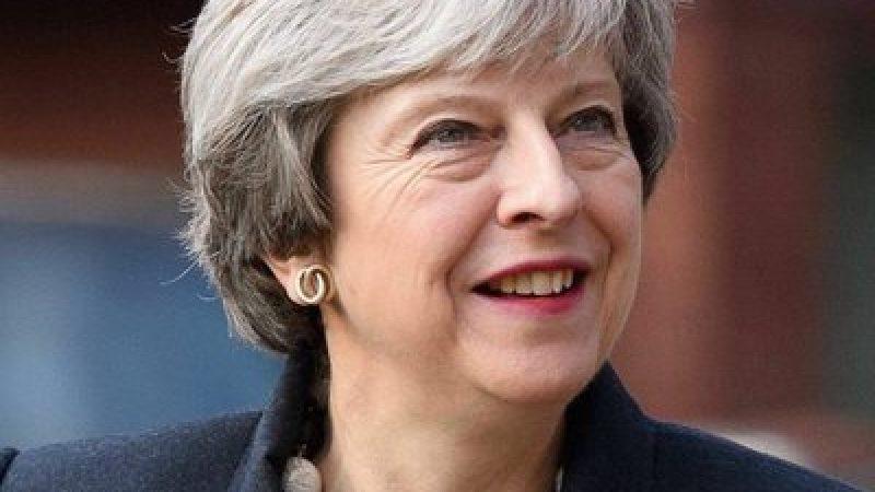 Brexit, May in caduta libera