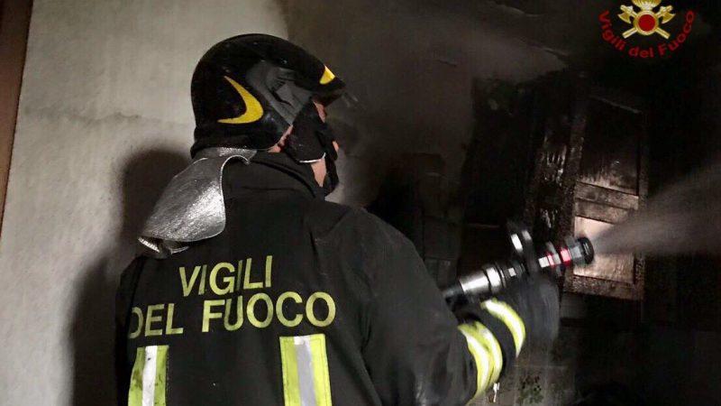 Firenze, divampa incendio in casa: ustionati madre e 2 figli