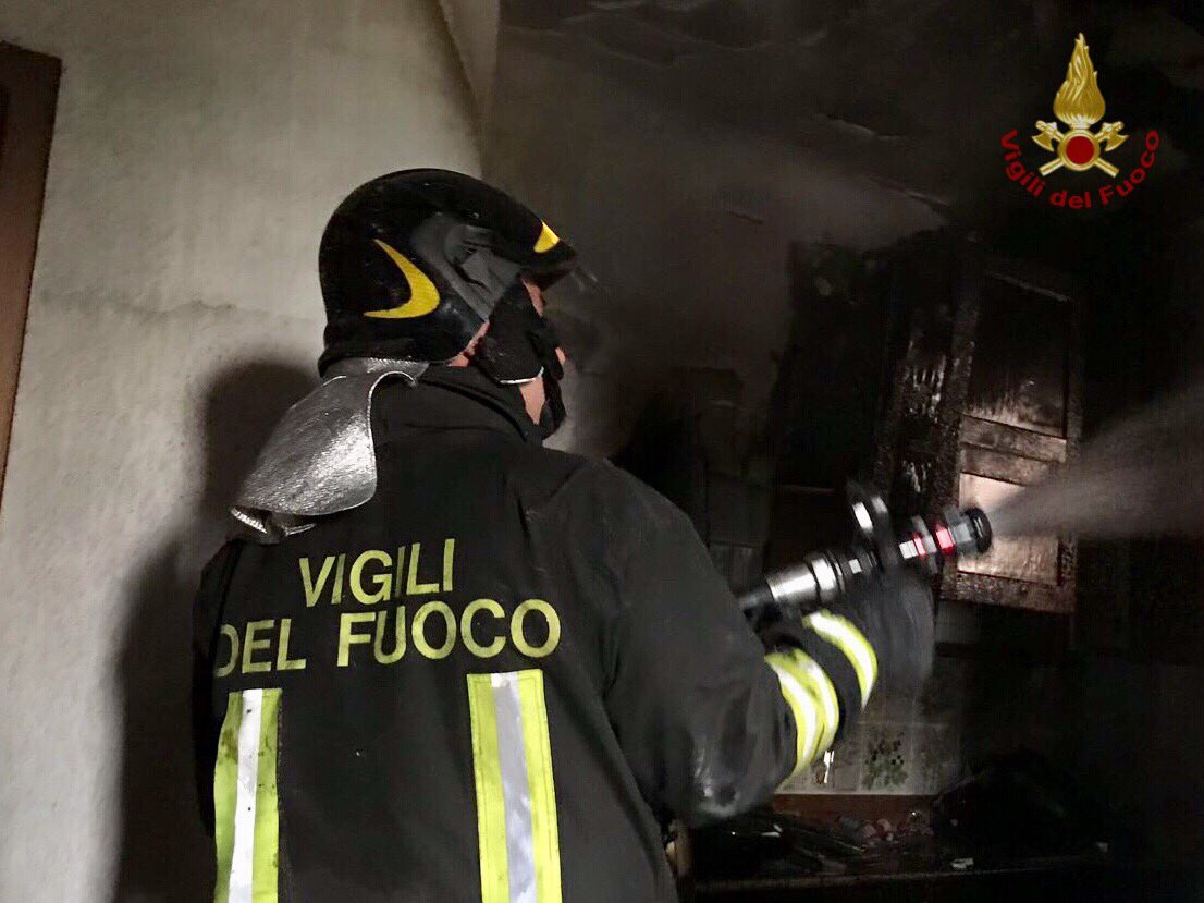 Firenze, divampa incendio in casa: ustionati madre e 2 figli