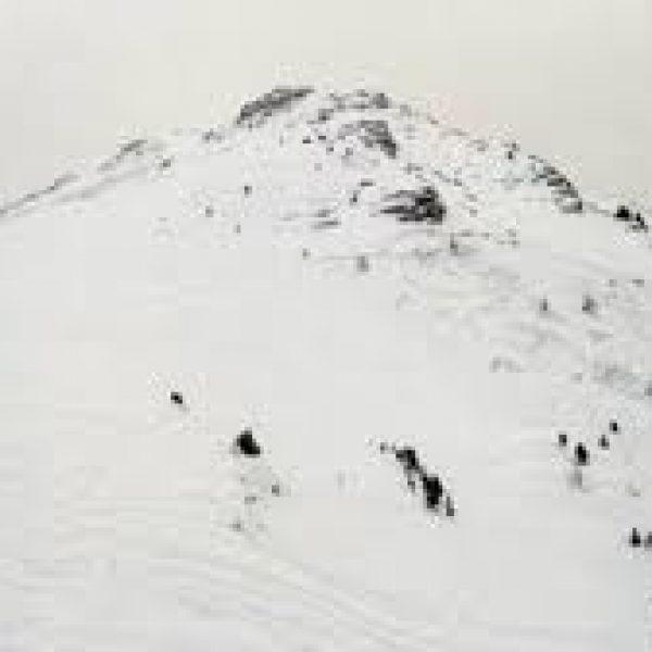 Chamois, scialpinista muore sotto valanga