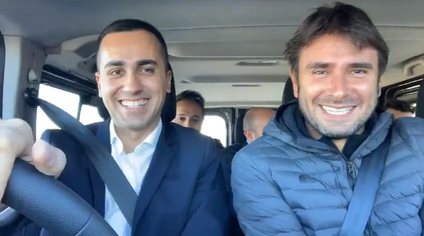 """Di Maio e Di Battista in auto a Strasburgo """"Cambiamo l'Europa"""""""