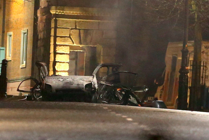 Irlanda del Nord, autobomba davanti al Tribunale di Londonderry