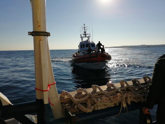 Sea Watch: guasto alla nave, slitta a domattina sbarco a Catania