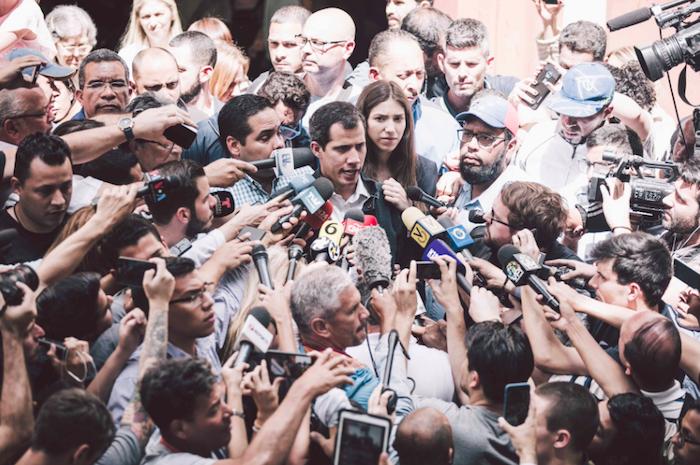 Venezuela, l'Italia si dissocia dall'Ue e non riconosce Guaidò