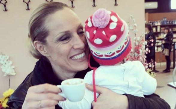 """Annalisa Minetti attaccata dagli haters: """"Sei cieca, non dovevi avere figli"""""""