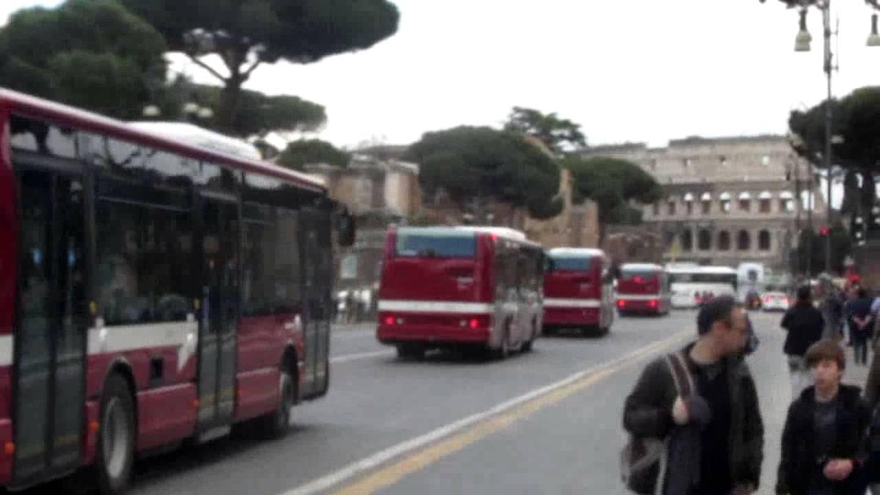 Aggressioni razziste sui bus a Roma, presa banda di minorenni