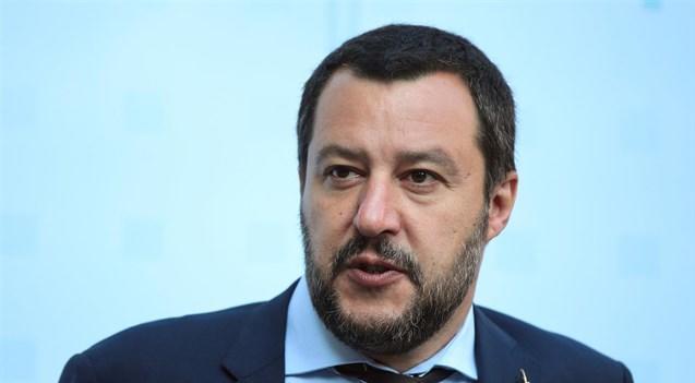 """Vaccini, Salvini al ministro Grillo: """"I bambini non vaccinati restino a scuola"""""""